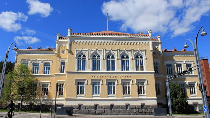 The Jyväskylän Lyseo Upper Secondary School used this building from 1902 to 2013. The Lyseo building endured from water damage and mold and hasn't been used for a few years, because no one really wants to pay for the restoration.