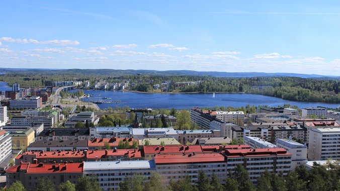 A view to the city center from the Vesilinna tower at the top of the ridge. For a city of over 130 000 people, the center seems quite small. THe lake Jyväsjärvi looks nice, but biologists would ask you to think twice before you eat the fish from the lake because of the terrible condition of the water.