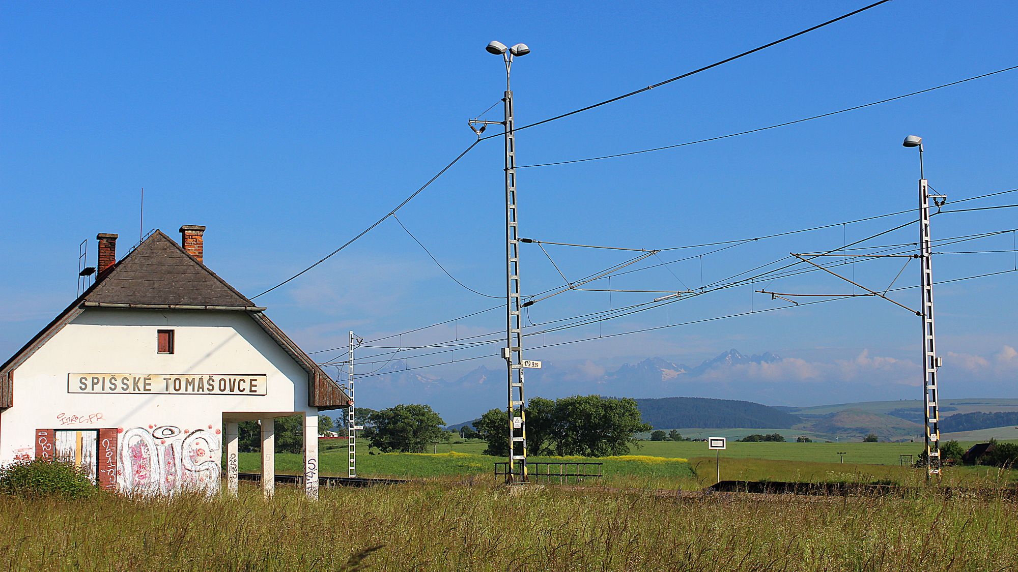 Spišské Tomášovce train station in the summer.